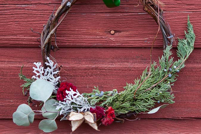 How to Make a Grapevine Wreath